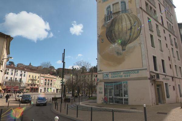La place centrale d'Annonay, un ancien parking transformé en zone piétonne, symbole du renouvellement du centre-ville