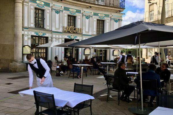 La vénérable brasserie nantaise La Cigale se déconfine jusqu'au milieu de la place Graslin