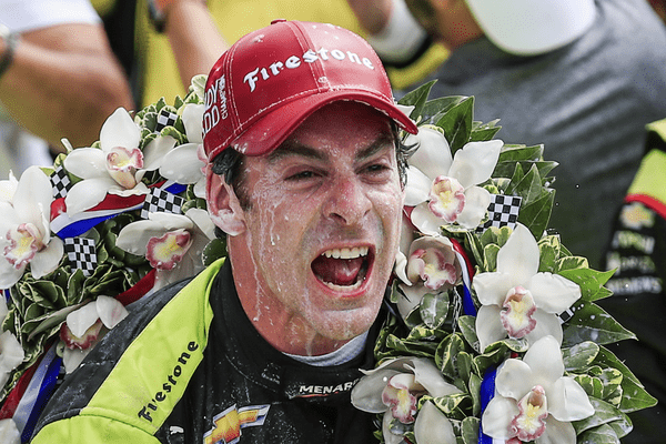 Simon Pagenaud explose de joie après sa victoire à Indianapolis le 26 mai 2019