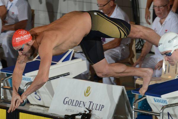 Amaury Leveaux, qui s'élance durant les championnat de France en petit bassin en 2012, il est alors pensionnaire du MON