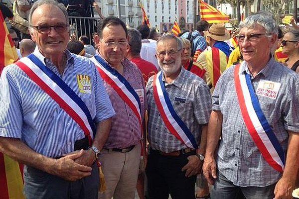 Les maires de saint Feliu d'aval et de Pezilla sont venus représenter la plaine du Roussillon.