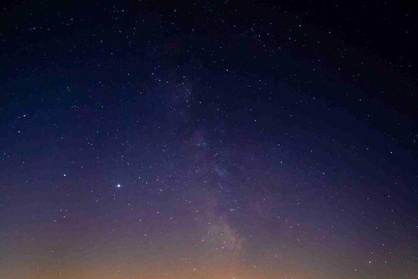 La pollution lumineuse des villes empêche souvent de voir les étoiles dans le ciel