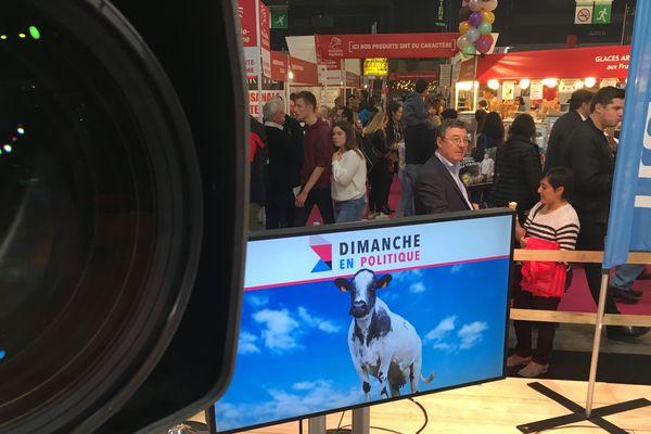 A l'occasion du Salon international de l'agriculture, Dimanche en politique, l'émission de débat des rédactions de France 3 Auvergne-Rhône-Alpes vous propose de partir à la rencontre de femmes et d'hommes qui innovent en termes d'agriculture et d'alimentation.