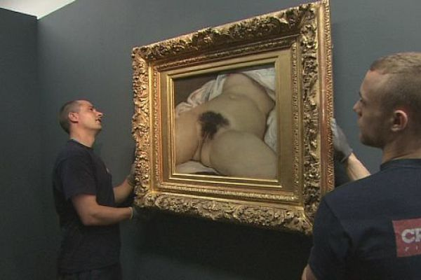 L'origine du Monde de Gustave Courbet accrochée au musée Courbet d'Ornans