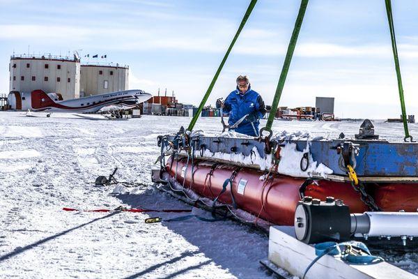 Les équipes de la logistique s'active sur la base Concordia en Antarctique