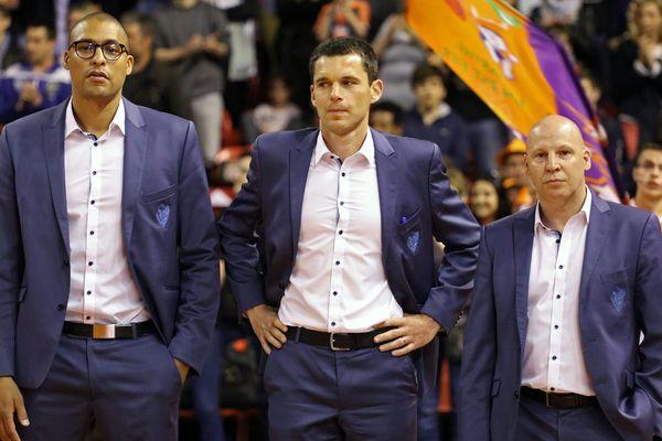 Dounia Issa et Antoine Mathieu, les deux adjoints du coach restent. Éric Bartécheky part, lui, pour Gravelines.