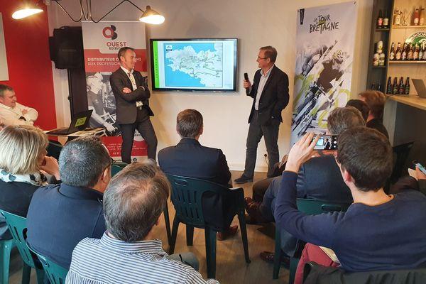 Le président du Tour de Bretagne, Christophe Fossani (à gauche) et Bernard Hinault (à droite), lors de la présentation des différentes étapes de la 54e édition - 13/01/2020