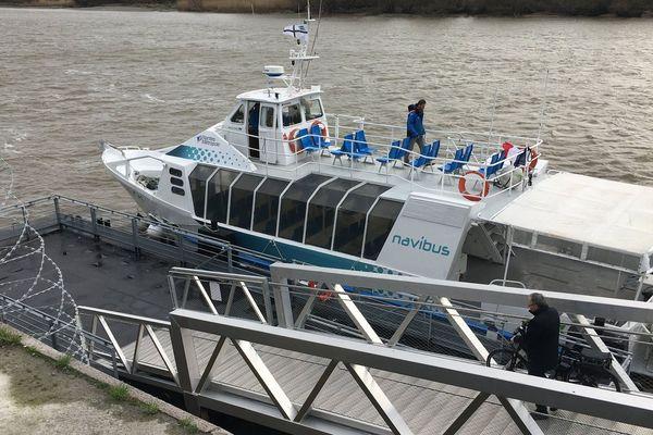 le nouveau navibus à son embarcadère du Bas-Chantenay