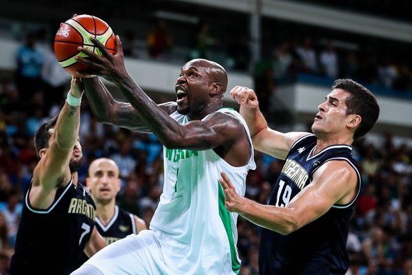 Le joueur de basket nigérien Ebi Ere lors des JO de Rio 2016.