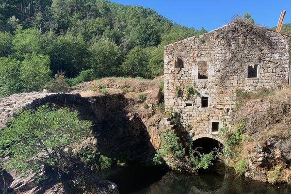 Le moulin Dupuy sur la commune de Saint-André-Lachamp