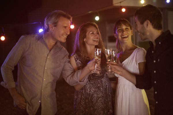 Les rassemblements de six personnes seront autorisés le soir du nouvel an.