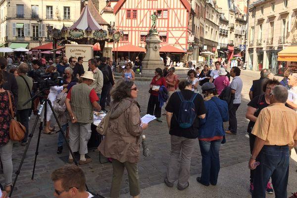 Une centaine de militants et sympathisants de La France Insoumise, de la CGT et Solidaires étaient présents en fin d'après-midi place du Bareuzai à Dijon