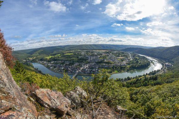 La vallée de la Meuse regorge de points de vue magnifiques, le bonheur de nombreux photographes amateurs. Monthermé. Ardennes