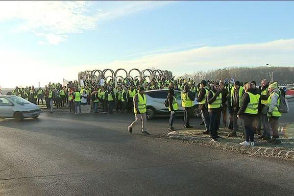 Plusieurs centaines de Gilets jaunes se sont donné rendez-vous à Noyon (Oise) pour leur 10e samedi de manifestation.