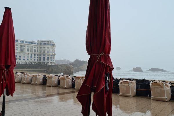 """Vigilance jaune """"vagues-submersions"""" à Biarritz ce 28 décembre."""