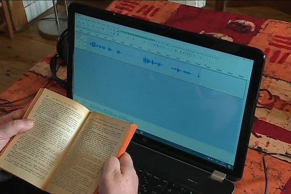 Enregistrement d'un livre audio par un donneur de voix