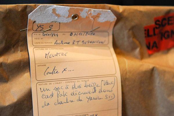 Les scellés de justice du sac à dos de Yacine Sid où a été retrouvé du sang appartenant à Pierre Nasica.
