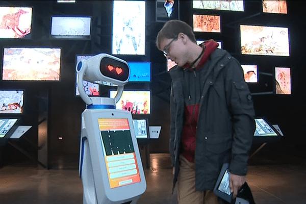 Heasy est un robot de conception bordelaise. Son objectif, rendre la visite plus interactive.