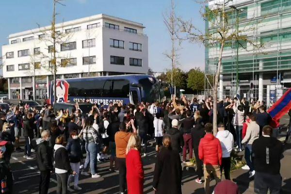 L'arrivée du bus des joueurs du SMC s'est faite sous les huées et les sifflets