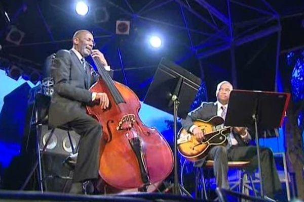 Le géant du jazz américain Ron Carter samedi soir à LA Petite Pierrer