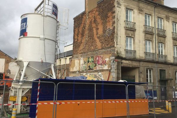 L'immeuble évacué au 7 quai d'Ille-et-Rance à Rennes, jouxte un chantier de construction