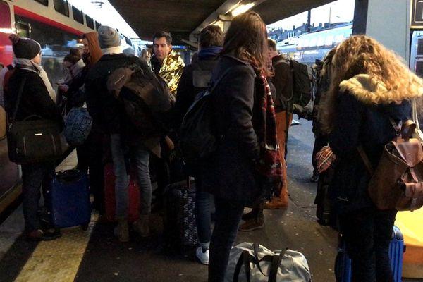 Les passagers ont été transbordés en gare d'Arras, après plusieurs heures de galère.