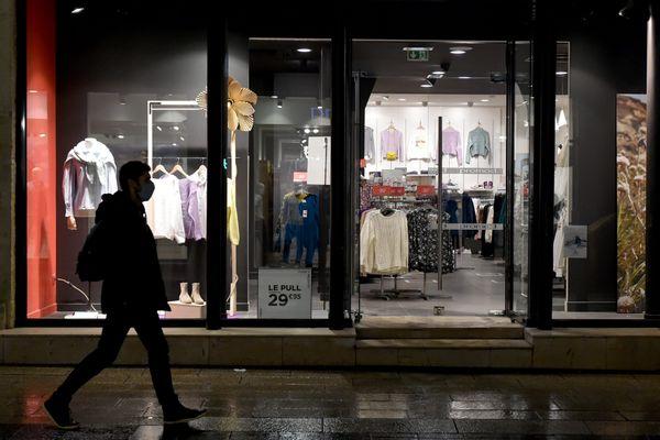 Les commerçants estiment qu'une fermeture à 18h va fragiliser un peu plus leurs établissements.