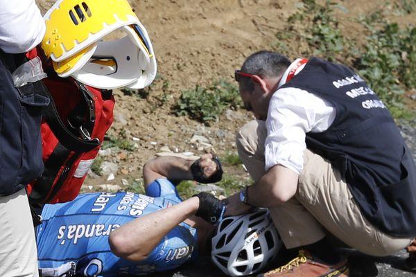 Le jeune cycliste belge Michael Goolaerts, juste après l'accident, à l'arrivée des médecins.