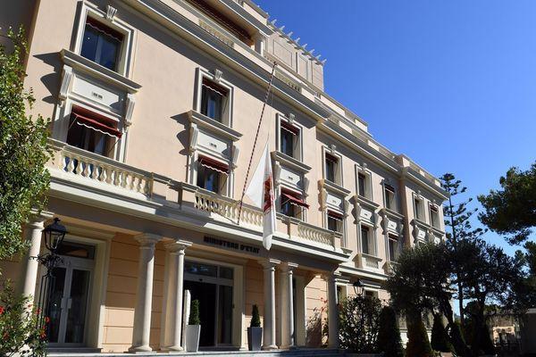 La principauté de Monaco a mis ses drapeaux en berne.