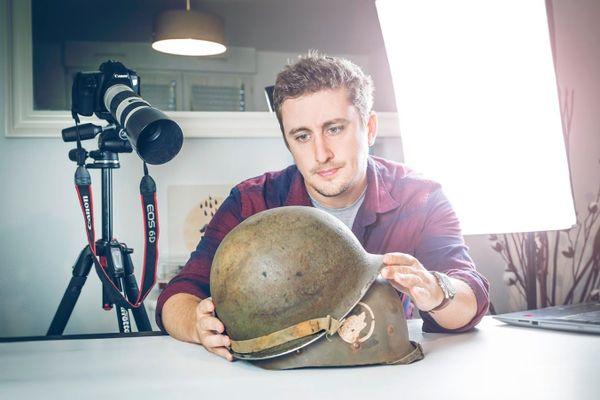 """Clément Horvath en pleine réalisation de son documentaire """"Red Beret & Dark Chocolate""""."""