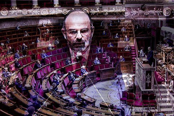Le 1er ministre à l'Assemblée Nationale en mode confinement !