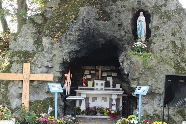 La réplique de la grotte Notre-Dame de Lourde à Clairmarais