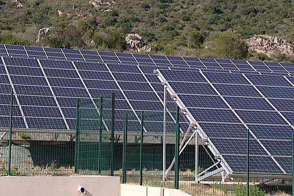 La centrale solaire expérimentale de Myrte, en Corse.