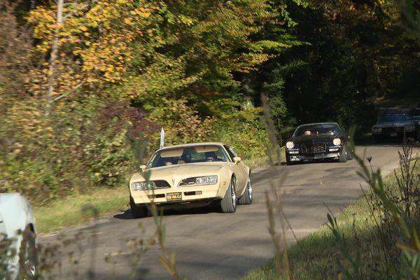 Petit tour en voitures américaines dans le cadre d'octobre rose