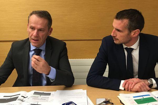 A gauche, le procureur de la République de Besançon Etienne Manteaux. A droite, Patrice Bertrand, chef du service d'enquêtes judiciaires des finances de l'unité locale de Lyon Dijon.