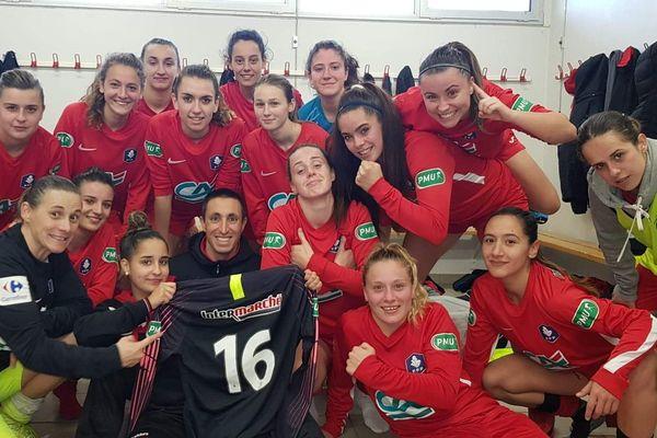 Les footballeuses, fières ! après leur victoire en 32e face à Auch.