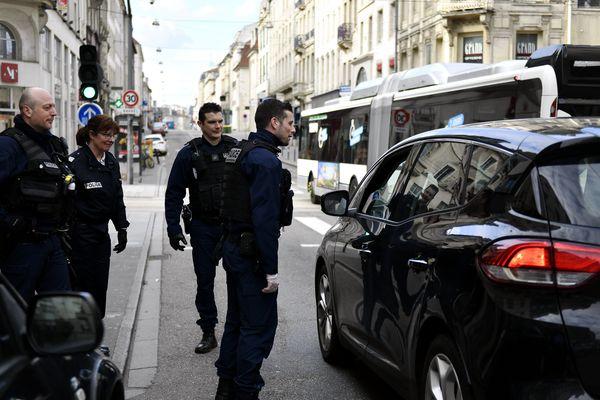 Les policiers au premier jour de confinement