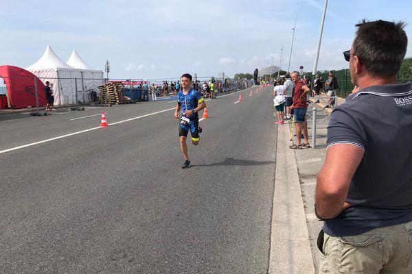 L'épreuve finale de course à pied, le long de l'hippodrome de la Côte d'Azur.