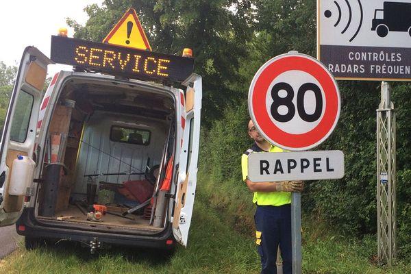 Sur la RD 950, à Brioux-sur-Boutonne (79), les premiers panneaux sont débachés