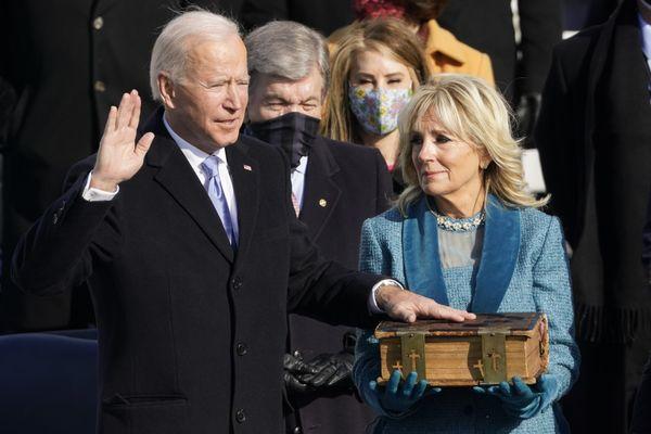 Joe Biden prête serment le 20 janvier 2021 lors de son investiture à la Maison Blanche.