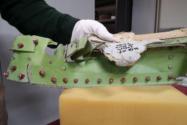 Débris de la carlingue d'un avion s'étant encastré dans le World Trade Center le 11 septembre 2001.