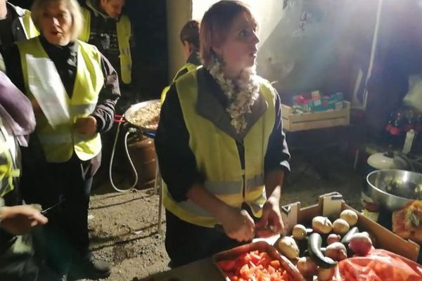Jennifer a cuisiné pendant 4 jours sur le blocage de la RD.600 à Narbonne, 500 repas en moyenne - novembre 2018