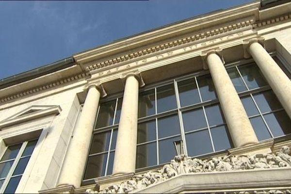 La façade du palais de justice de Besançon
