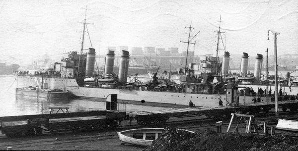 La Bourrasque photographiée en 1927, dans le port roumain de Constanța.