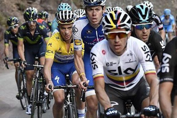Julian Alaphilippe le 11 mars en difficulté derrière-le Belge Lampaert et le Colombien Henao