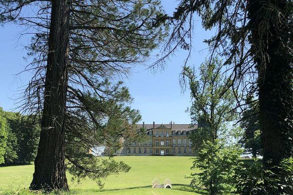 """Le parc """"à l'anglaise"""" du château s'étend sur plusieurs hectares."""