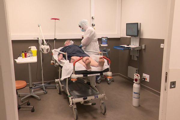 Coronavirus Covid 19 : 1 857 cas sont confirmés depuis le début de l'épidémie, en Auvergne-Rhône-Alpes. Parmi les départements dans lesquels de nouveaux cas ont été comptabilisés, l'Ardèche et la Loire.