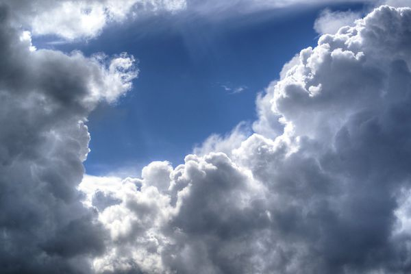 Nuages et soleil ce lundi selon Météo France.
