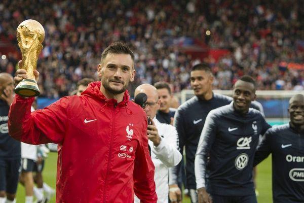 à la veille de son match contre l'Islande à Guingamp. Hugo LLORIS