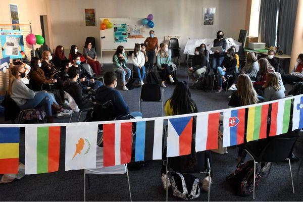 Erasmus+offre à de nombreux étudiant européens la possibilité de séjourner à l'étranger pour renforcer leurs compétences et s'adapter à un nouveau cadre d'études.
